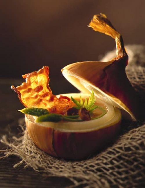 soupe d'oignon, asperge sauvage illustration film stylisme culinaire recette food style rhone lyon packaging pack